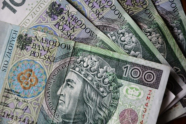 Czy warto skorzystać z usługi doradców kredytowych?