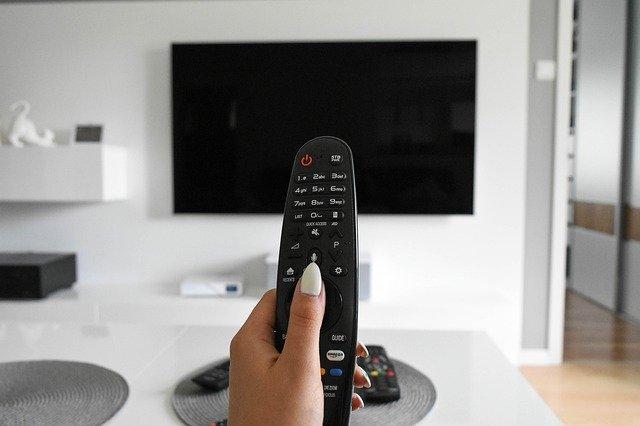 Czy naprawdę warto oglądać filmy online?
