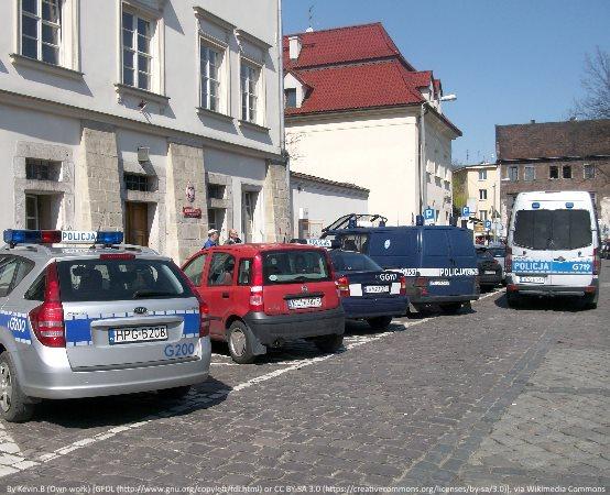 Policja Gliwice: To fałszywy policjant! Rozpoznajesz?