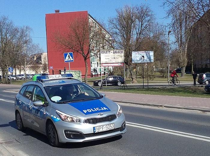 Policja Gliwice: Dwie osoby trafiły do szpitala po zderzeniu samochodów
